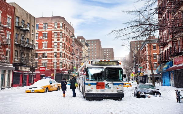 https://newyorkmonamour.fr/wp-content/uploads/2012/12/new-york-usa-east-village-snow-winter-nature-600x375.jpg