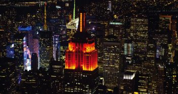 Quels est la signification des couleurs de l'Empire State Building de New York ?