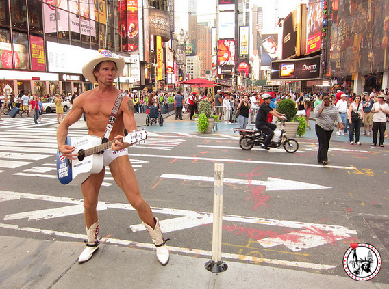 5_choses_a_faire_sur_Times_Square_NYMA_New_york_naked_cowboy_2 copie