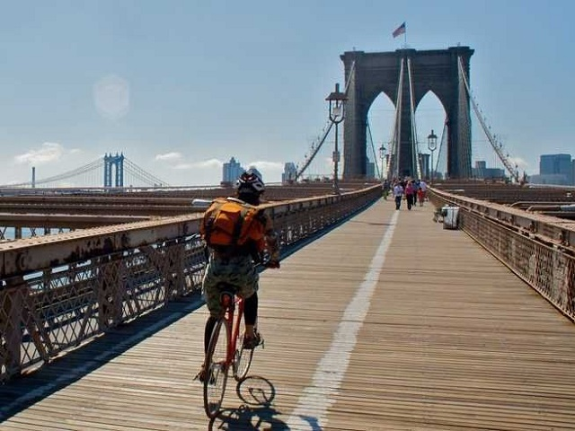 piste cyclable sur le pont de brooklyn